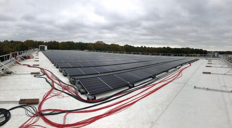 MKV verduurzaamt met 100% groene stroom - Dak vol panelen 01