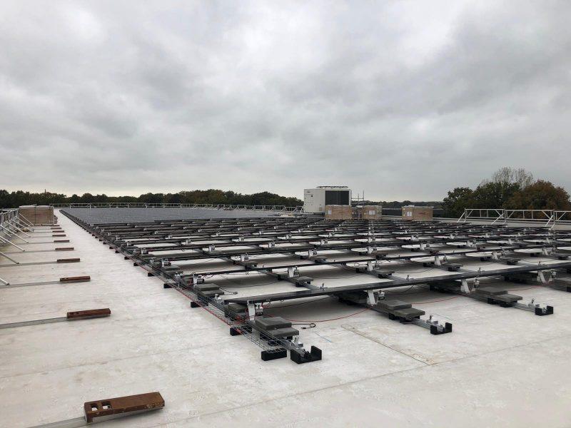 MKV verduurzaamt met 100% groene stroom - Dak vol panelen 02